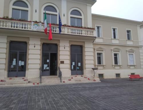 Il Comune celebra la Giornata Mondiale contro la violenza sulle donne con la Panchina Rossa in Piazza Mazzarino